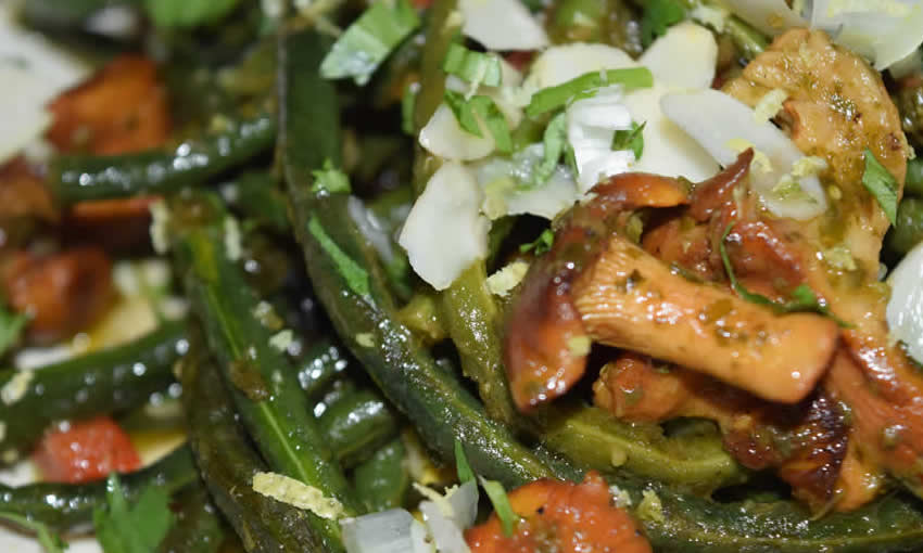 String beans with chanterelles and nettle pesto